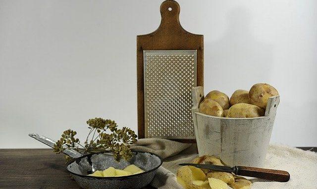 Die beste elektrische Kartoffelreibe im Einsatz